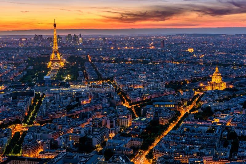 kyline Paryż z wieżą eifla przy zmierzchem w Paryż obrazy royalty free