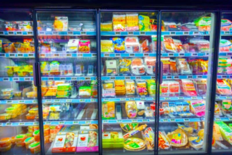 Kylskåp i supermarket royaltyfri foto