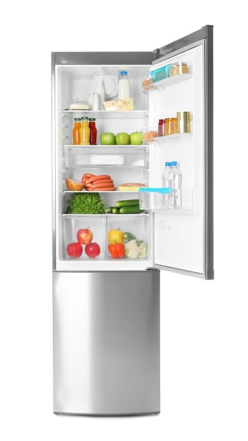 Kylskåp med nya produkter royaltyfri bild