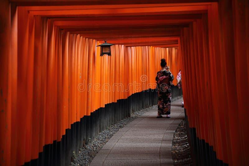 KYOTO - 4 de junio: Capilla Inari de Fushimi Inari Taisha en Kyoto JAP imágenes de archivo libres de regalías