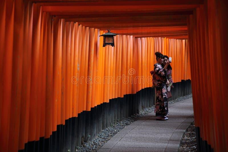 KYOTO - 4 de junio: Capilla Inari de Fushimi Inari Taisha en Kyoto JAPÓN 4 de junio de 2016 imagenes de archivo