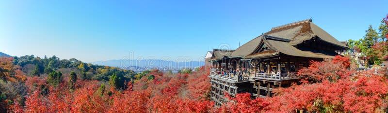 Kyoto, Japón - 8 de diciembre de 2015: Panorama del templ de Kiyomizu-dera foto de archivo libre de regalías