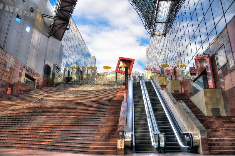 Kyoto, Japón - 24 de julio de 2016 Eje importante del ferrocarril y del transporte en Kyoto Arquitectura moderna del estilo de Ky foto de archivo