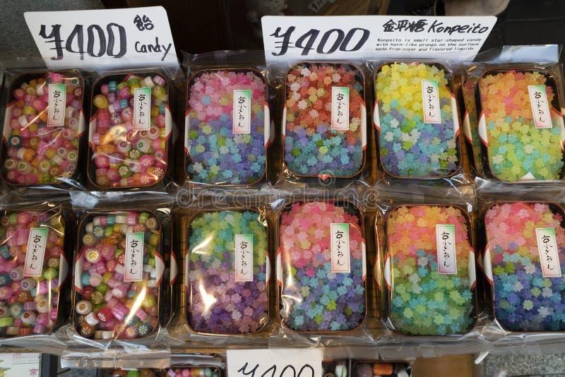 Kyoto, Japón - 19 de mayo de 2017: Variedad coloreada multi de caramelo en t imagen de archivo libre de regalías