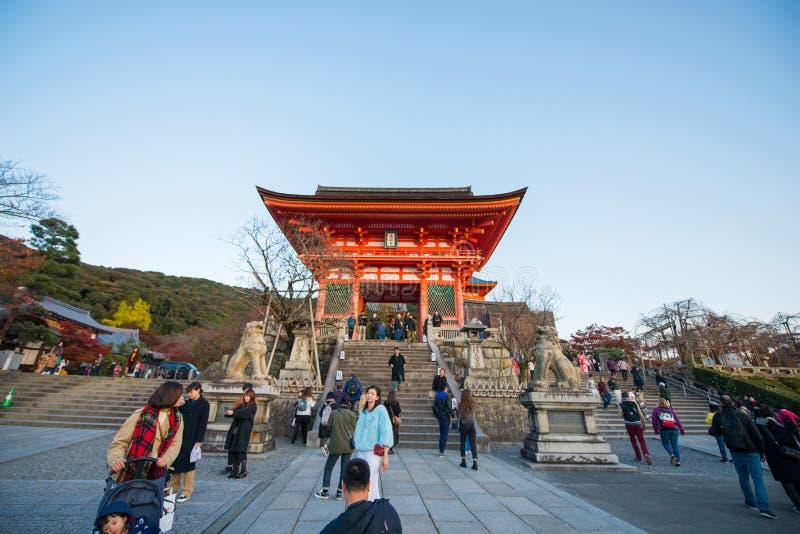 KYOTO, JAPÓN - 17 DE NOVIEMBRE DE 2017: Arquitectura hermosa en Kiyo fotografía de archivo libre de regalías