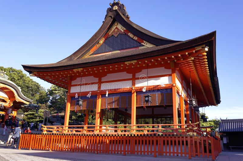 Kyoto/Japan - Augusti 17 2018: Inari Fushimi tempel arkivfoton