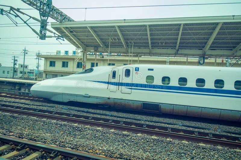 KYOTO, JAPAN - JULI 05, 2017: JR700 shinkansen ultrasnelle trein het vertrekken Kyoto post in Kyoto, Japan stock afbeelding