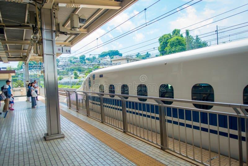 KYOTO, JAPAN - JULI 05, 2017: JR700 shinkansen ultrasnelle trein het vertrekken Kyoto post op 12 Augustus, 2015 in Kyoto wordt ge royalty-vrije stock foto's