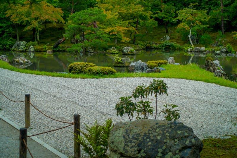 KYOTO, JAPAN - JULI 05, 2017: Zen Garden van Tenryu -tenryu-ji, Hemels Dragon Temple in Kyoto, Japan royalty-vrije stock afbeelding