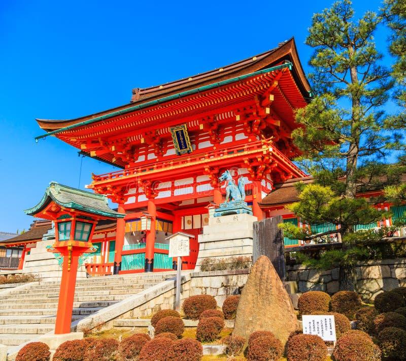 Kyoto Japan, Levendige rode houten boog van oud Japan royalty-vrije stock afbeelding