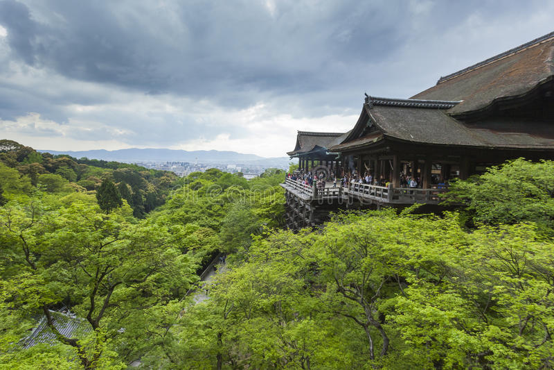 KYOTO, JAPAN - 1. MAI 2014: Kiyomizu-deraschrein-Tempel alson kn lizenzfreies stockbild