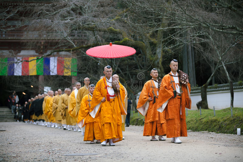 KYOTO, JAPAN - NOVEMBER 25: Japanese Monk in Daigo-ji temple, Japan on November 25, 2015. Unidentified group of japanese. Monks are on the way to Daigo-ji stock images