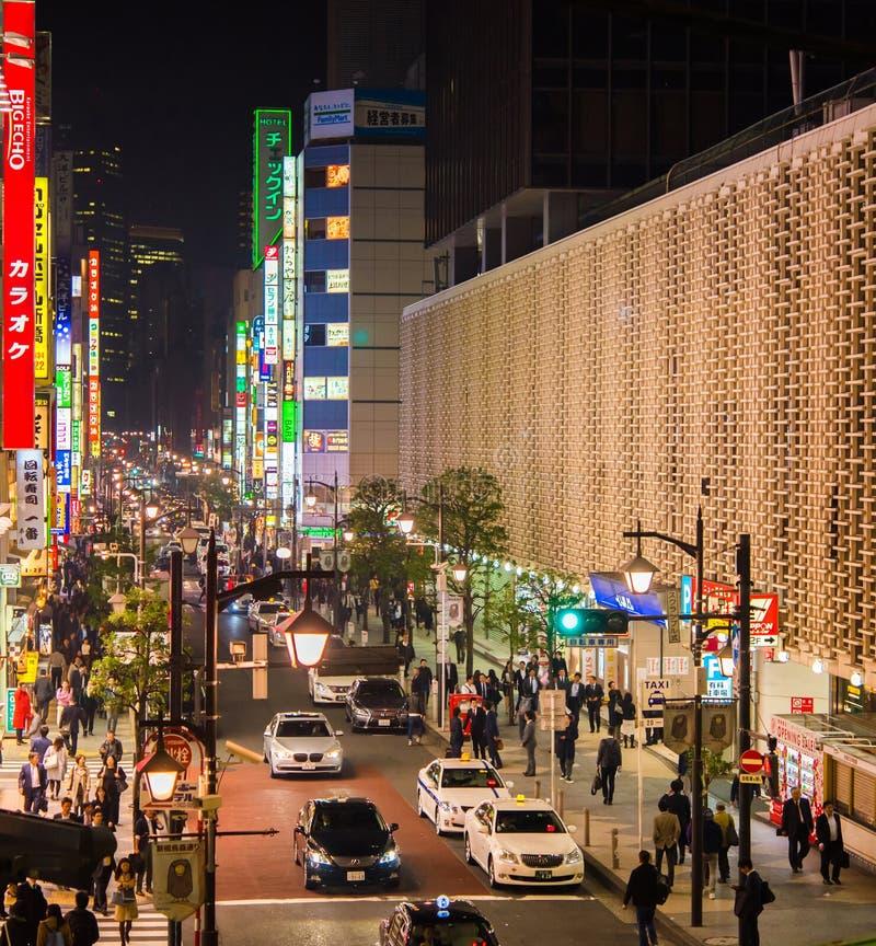 KYOTO JAPAN - NOVEMBER 7, 2017: Shibuya Tokyo område i aftonen utomhus skjutit selektivt för fokus royaltyfria foton