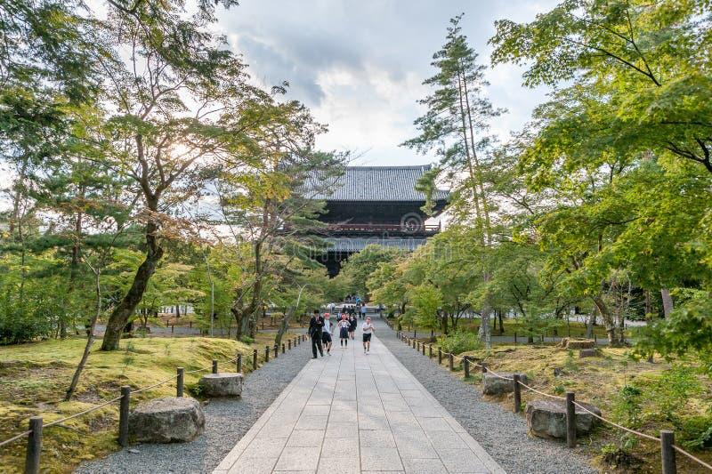 KYOTO JAPAN - OKTOBER 08, 2015: Nanzen-ji Zuiryusan Nanzen-ji, förr Zenrin-ji buddistisk japan kyoto tempelzen kejsare royaltyfri bild