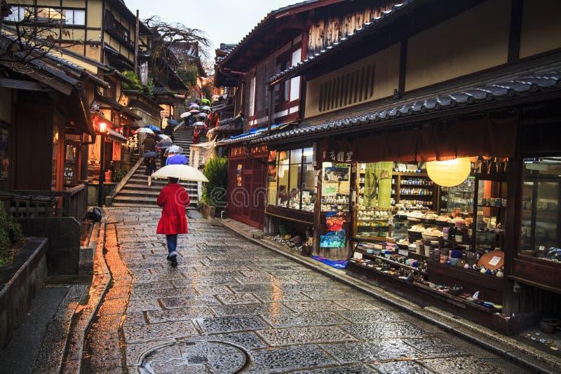 Kyoto, Japon au temple de Kiyomizu-dera pendant la chute photo stock