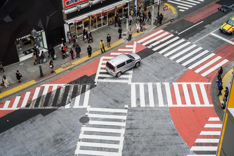 Kyoto, Japon - 12 mars 2016 : La population japonaise traversaient la route photo stock