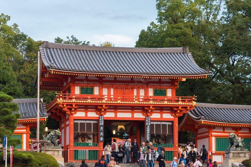 KYOTO, JAPON - 7 NOVEMBRE 2017 : Vue du temple japonais et d'une foule des touristes Copiez l'espace pour le texte image stock