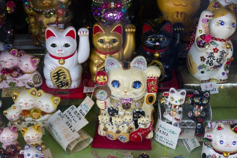 Kyoto Japonia, Maj, - 18, 2017: Manekineko, szczęsliwi koty jako souven zdjęcia stock
