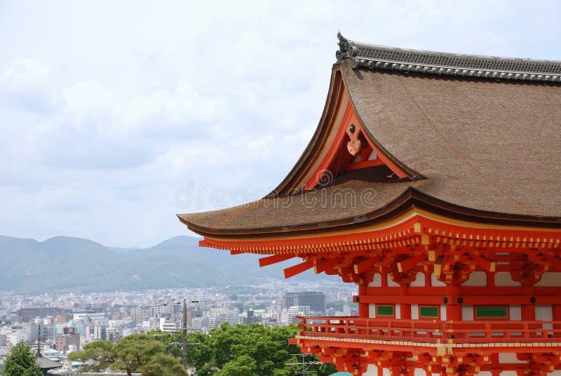 Kyoto mit Vordergrund-Tempel   stockbilder