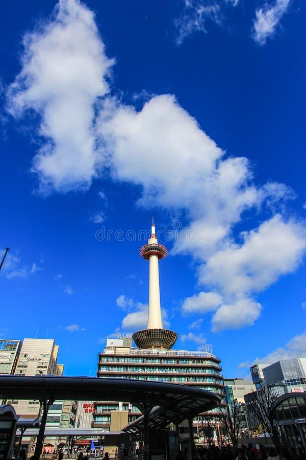 Kyoto torn med klar bakgrund för blå himmel royaltyfria bilder