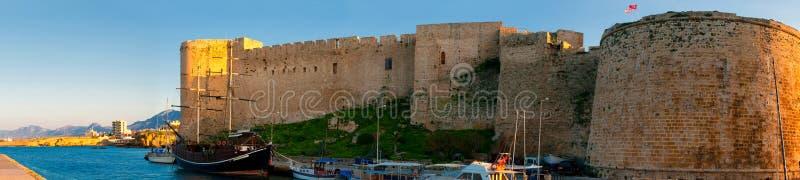 Kyrenia Castello medievale e vecchio porto cyprus immagini stock libere da diritti