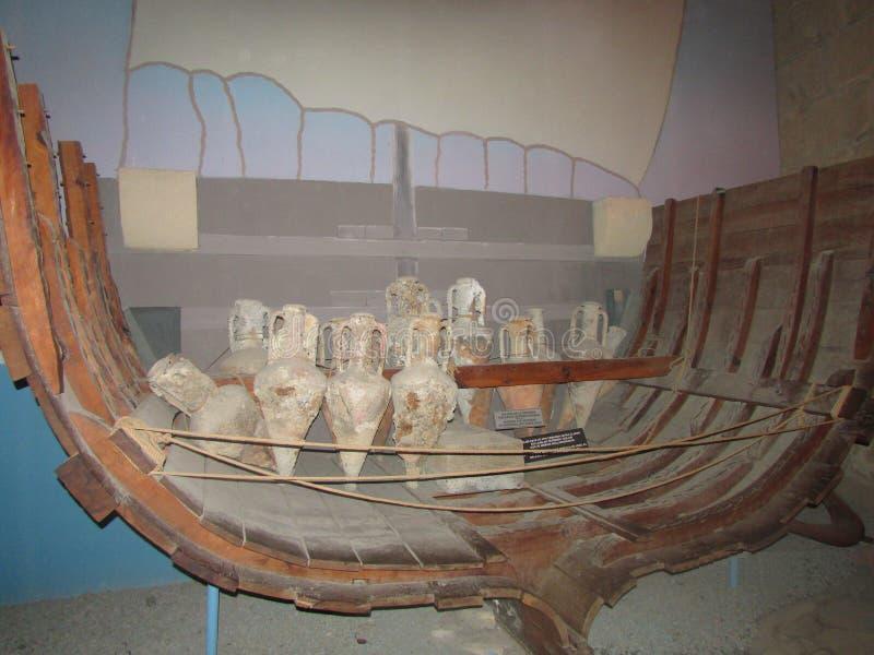 Kyrenia, Chypre du nord, reconstruction d'un bateau grec antique des restes a trouvé images libres de droits