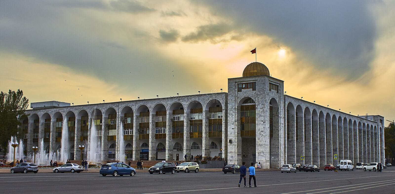 kyrgyzstan bishkek Ala-Demasiado Edificio Ilbirs imágenes de archivo libres de regalías