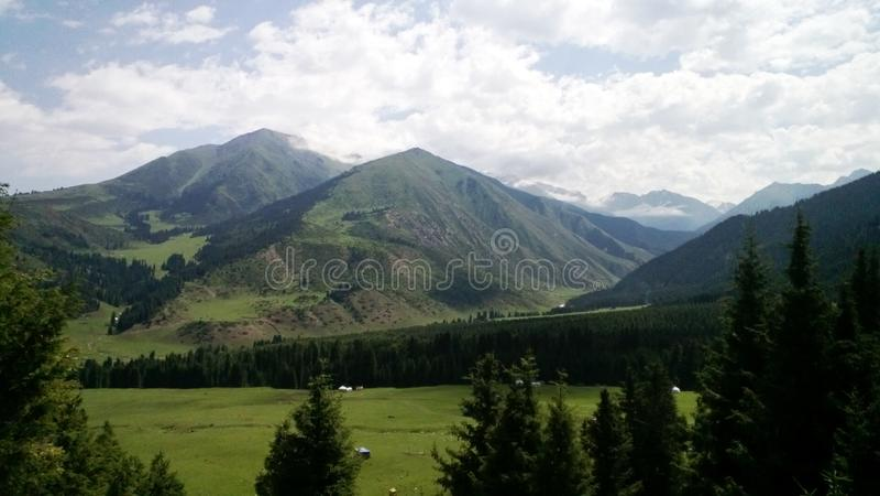 kyrgyzstan Nature, mountanis et photo de ciel photographie stock libre de droits