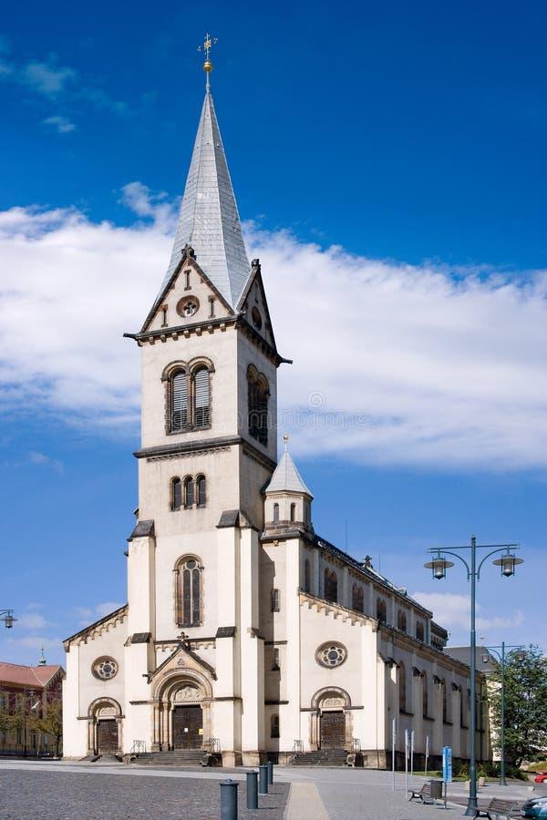 Kyrka av antagandet av den jungfruliga Maryen, historisk stadmitt av staden Kladno, centrala Bohemia, Tjeckien arkivfoton
