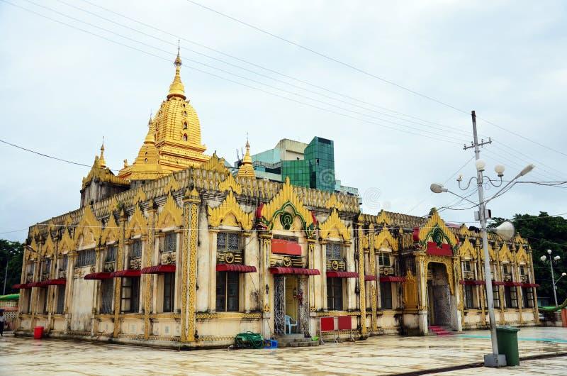 Kyrka av den Botahtaung pagoden i yangon Myanmar royaltyfria foton