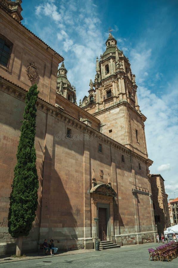 Kyrka av den heliga anden och klockstapeln på Salamanca arkivfoto