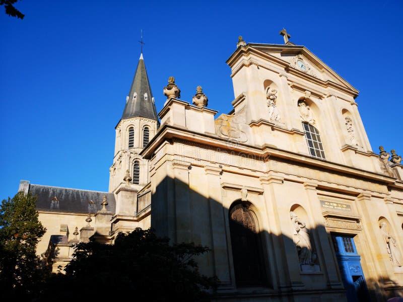 Kyrka av den Rueil Malmaison staden royaltyfri fotografi