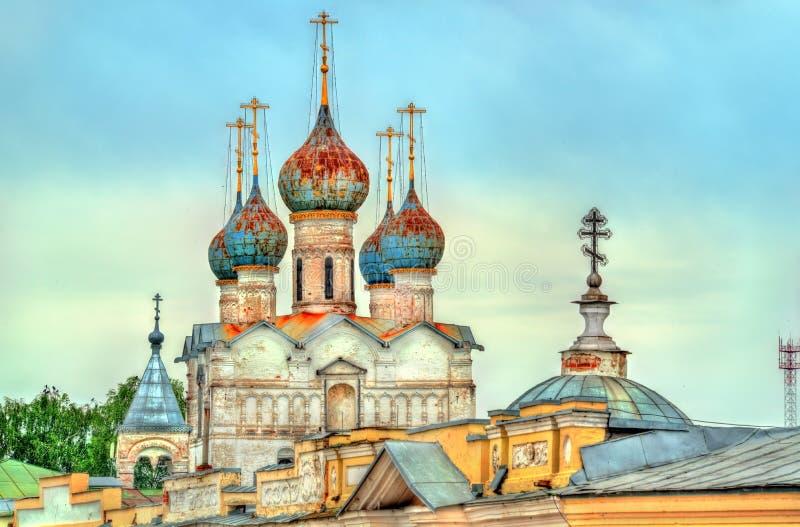 Kyrka av frälsaren på marknadsfyrkant i Rostov Veliky, den guld- cirkeln av Ryssland arkivbilder