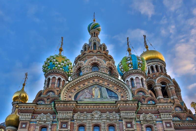 Kyrka av frälsaren på Spilled blod i St Petersburg i vinter royaltyfria bilder