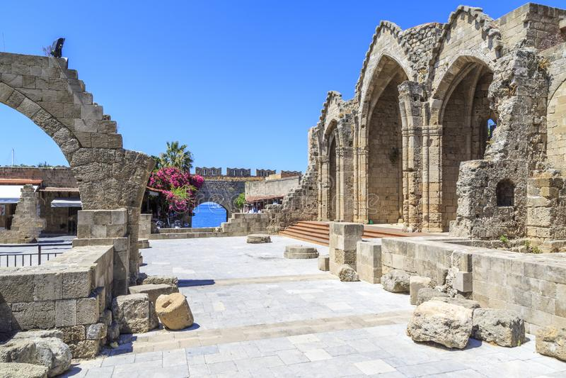 Kyrka av helgonet Marie du Bourg med porten för ` s för St jungfruliga Mary i Rhodes royaltyfria foton