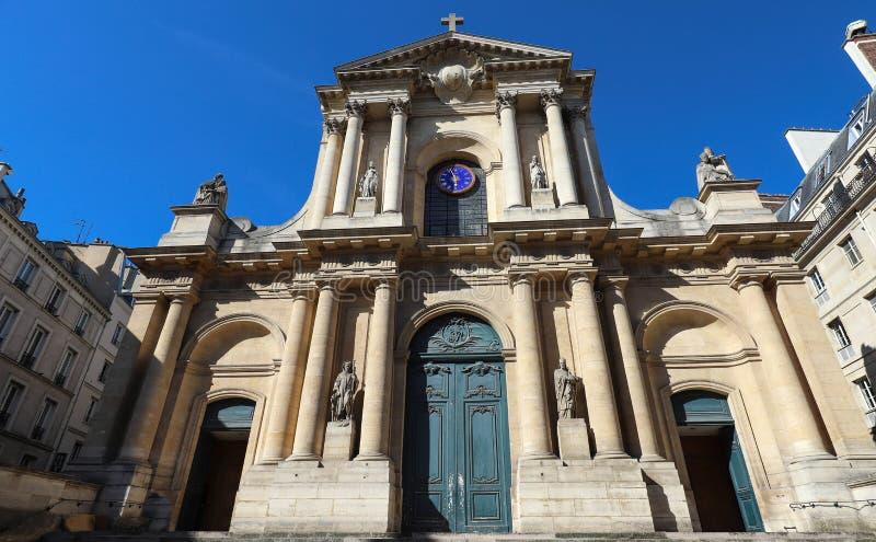 Kyrka av helgonet-Roch - en sen barockkyrka i Paris som ?r h?ngiven till helgonet Roch paris france arkivfoton