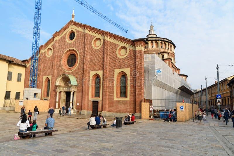 Kyrka av heliga Mary av n?d- eller Chiesa diSanta Maria delle Grazie i Milan italy royaltyfri fotografi