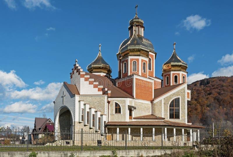 Kyrka av Kristi födelse av St John det baptistiskt, Yaremche, Ukraina arkivfoton