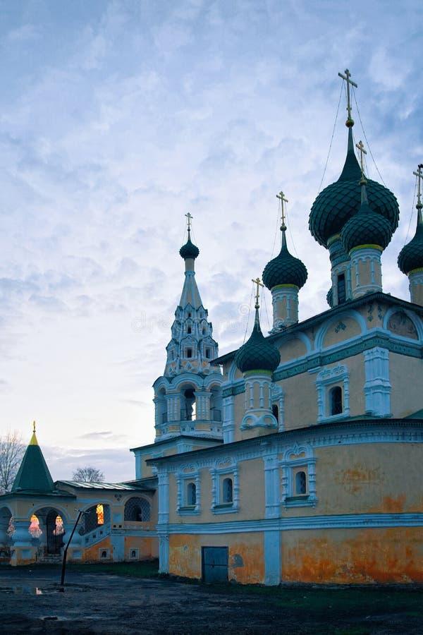 Kyrka av Kristi födelse av John Baptist i den Uglich Yaroslavl regionen i Ryssland arkivfoton