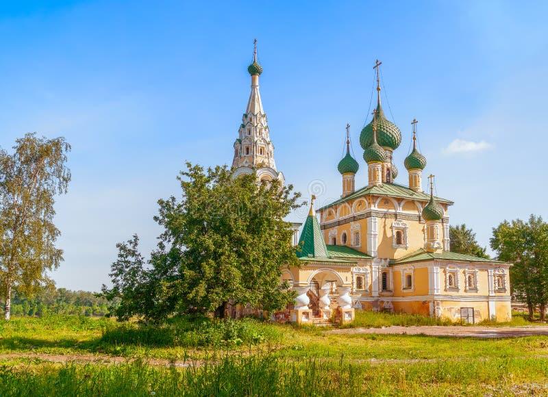Kyrka av Kristi födelsen av Saint John det baptistiskt i Uglich Yaroslavl OblastRussia arkivfoto