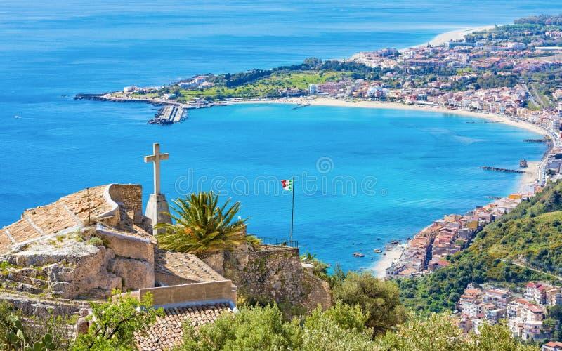 Kyrka av madonnadellaen Rocca i Taormina, Sicilien, Italien royaltyfri fotografi
