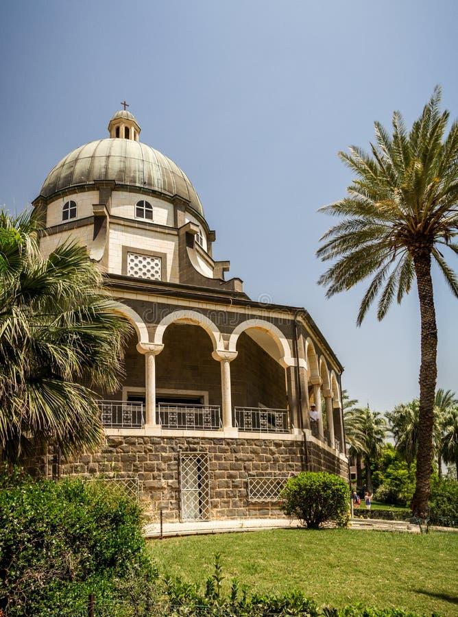Kyrka av monteringen av saligheter, hav av Galilee i Israel royaltyfri foto