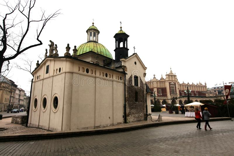 Kyrka av St Adalbert i Krakow arkivbild