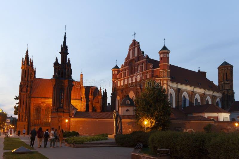 Kyrka av St Francis och St Bernard i aftonen, Vilnius, Litauen arkivbilder