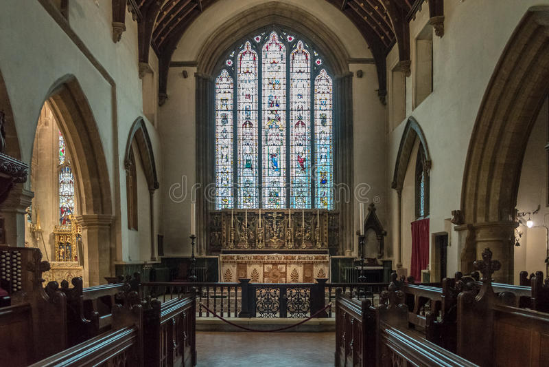 Kyrka av St John Baptist Chancel High Altar arkivfoton