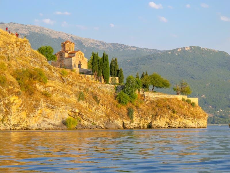 Kyrka av St John p? Kaneo Ohrid Macedonia royaltyfri bild