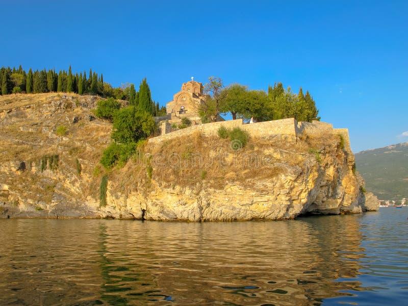 Kyrka av St John p? Kaneo Ohrid Macedonia arkivfoton