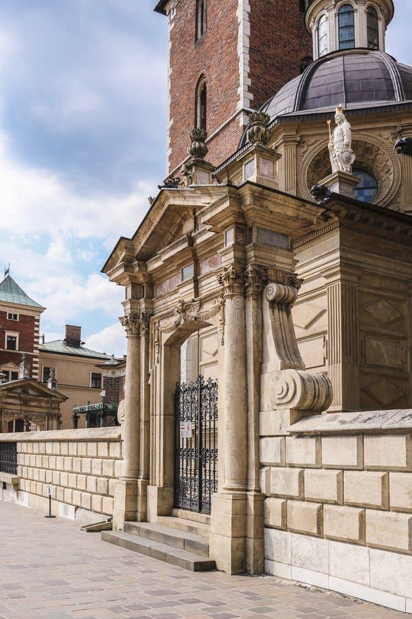 Kyrka av St Michael ?rke?ngeln och Sten Stanislaus Bishop och martyr och Pauline Fathers Monastery, Krakow, Polen royaltyfria bilder