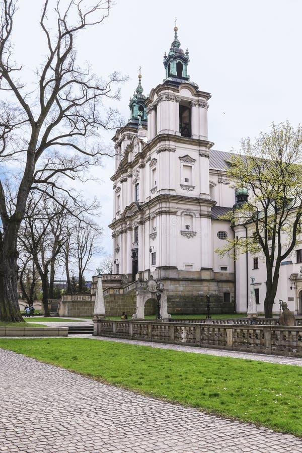 Kyrka av St Michael ?rke?ngeln och Sten Stanislaus Bishop och martyr och Pauline Fathers Monastery, Krakow, Polen arkivbild