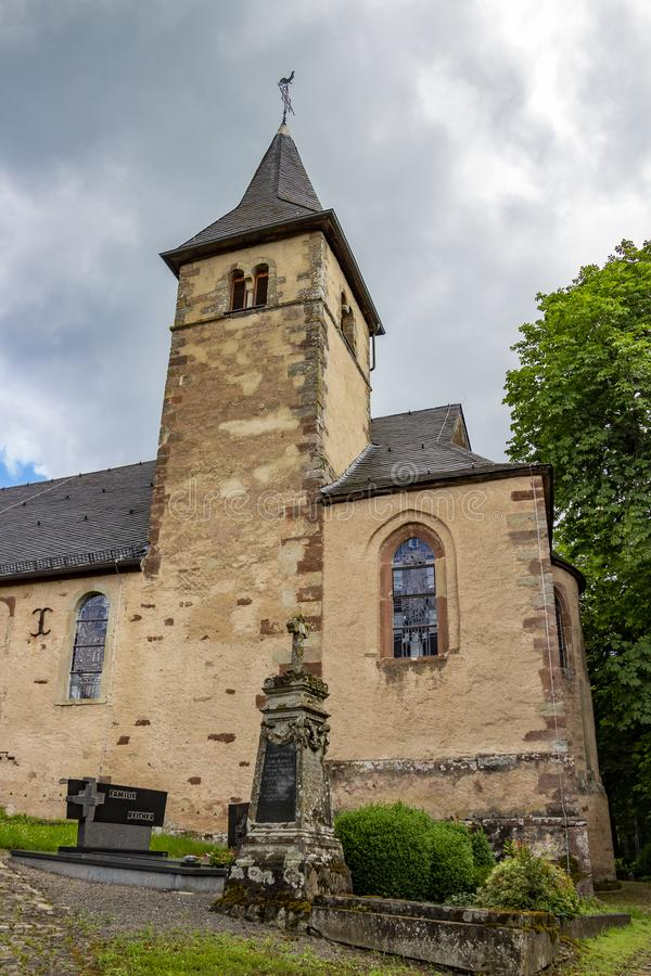 Kyrka av St Peter i Roth en vår der, Tyskland - en tidigare kyrka av riddarna Templar royaltyfri fotografi